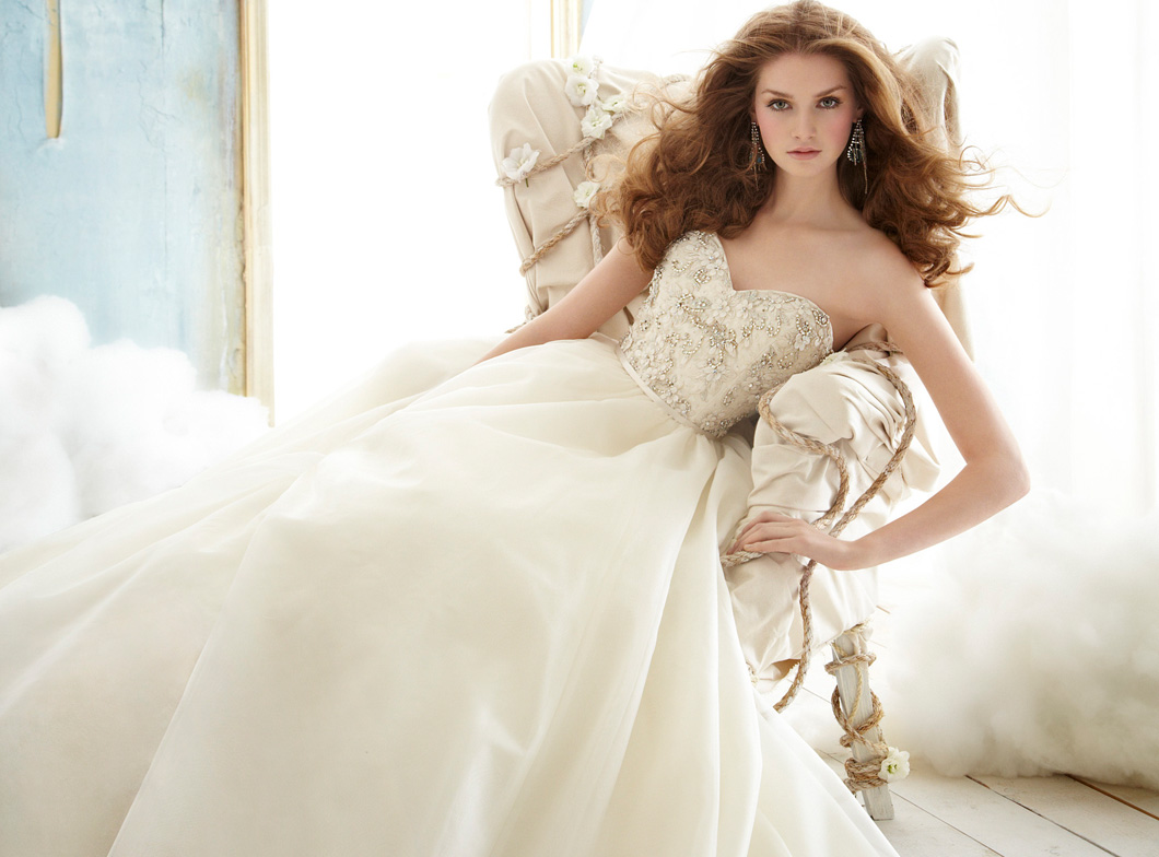 Huge Ball Gown Wedding Dresses With Crystals Viewing Gallery